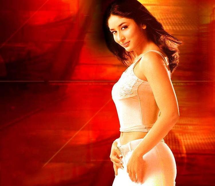 Kareena Kapoor Cute Face Look Wallpaper