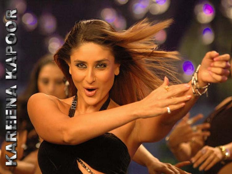 Kareena Kapoor Dancing Pose Wallpaper