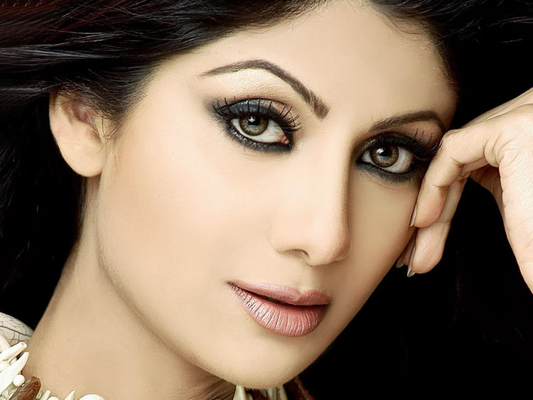 Shilpa Shetty Beautiful Eyes Look