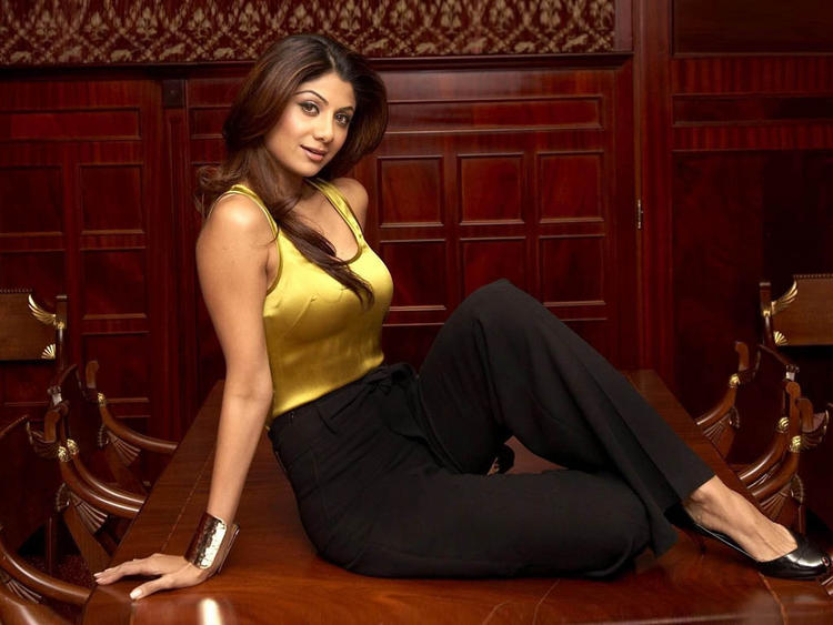 Shilpa Shetty Spicy and Sexy Look Photo Shoot