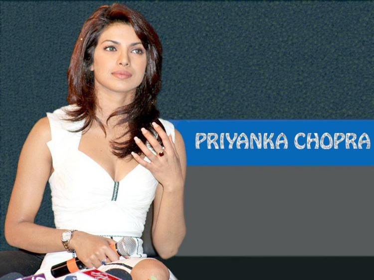 Priyanka Chopra Dazzling And Stunning Face Look Wallpaper