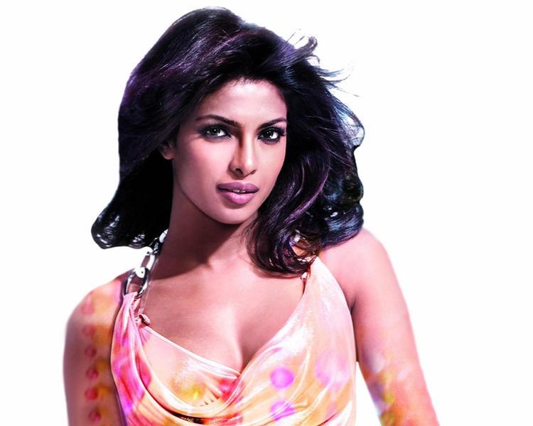 Priyanka Chopra Dazzling Face Look Wallpaper