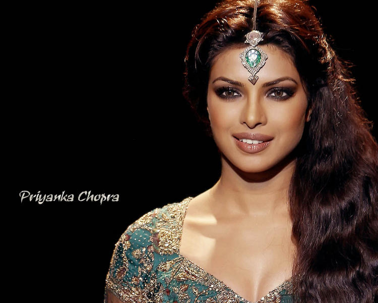 Priyanka Chopra Fashionable Look Wallpaper