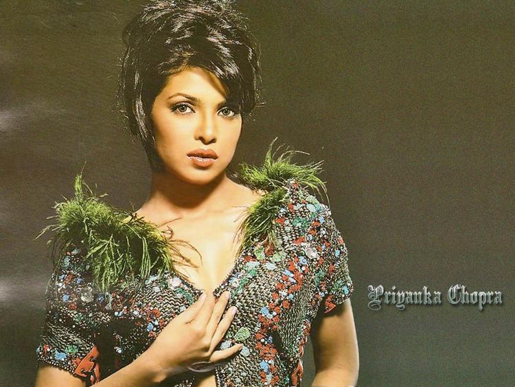 Priyanka Chopra Glamour Look Wallpaper