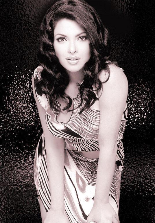 Priyanka Chopra Hot And Bold Wallpaper