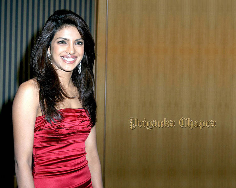 Priyanka Chopra Smiling Look Wallpaper