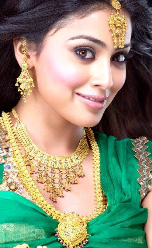 Shriya Saran Looking Very Beautiful