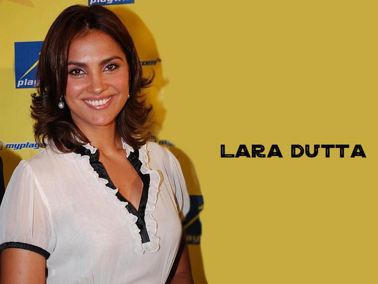 Lara Dutta Beautiful Smile Look Wallpaper
