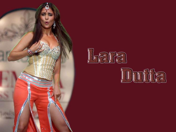 Lara Dutta Dancing Pose Wallpaper