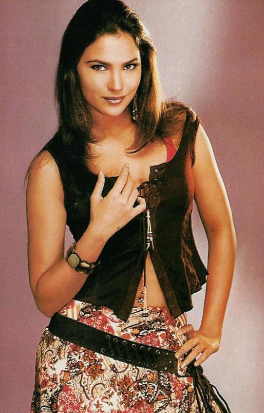 Lara Dutta Hot And Sexy Look Wallpaper
