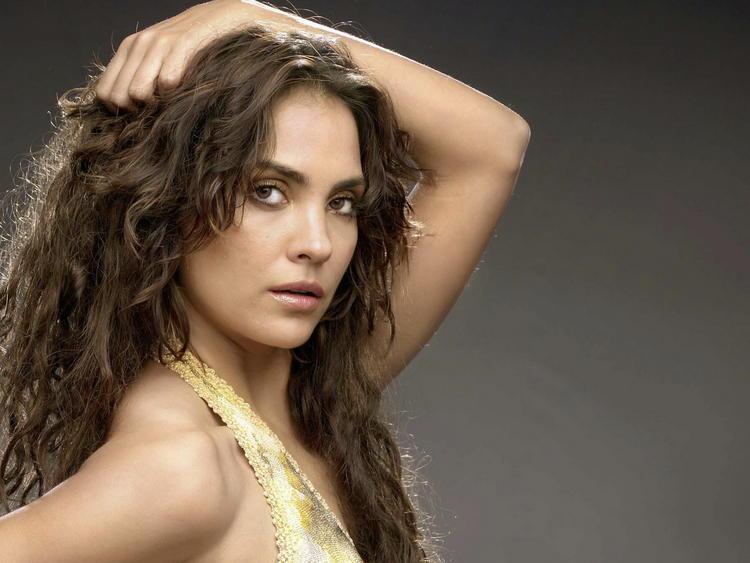 Lara Dutta Hot Look Wallpaper