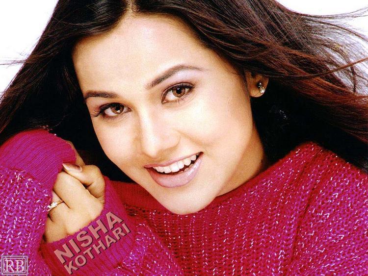 Nisha Kothari Sweet Beauty Face Look Wallpaper