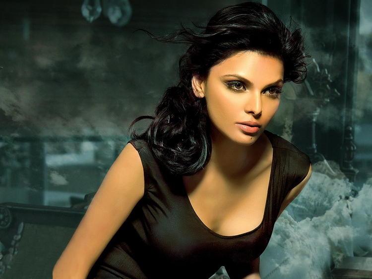 Mona Chopra Sexiest Wallpaper