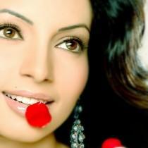 Shama Sikander Romancing Face Still