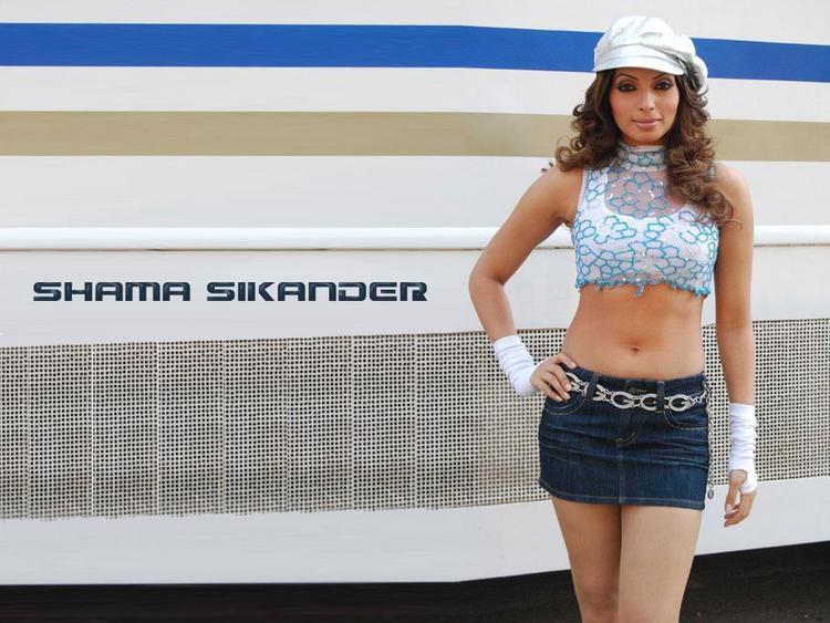 Shama Sikander Stylist Wallpaper In Mini Dress
