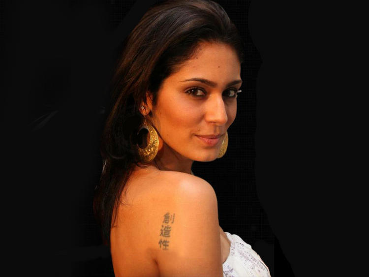 Bruna Abdullah Sweet Hot Face Look Wallpaper