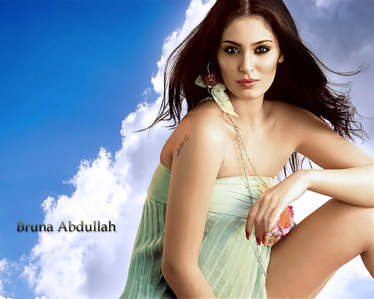 Sizzling Beauty Bruna Abdalah Awesome Look Wallpaper