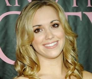 Andrea Bowen Cute Face Smile Photo