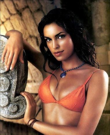 Saira Mohan Hot Look Wallpaper