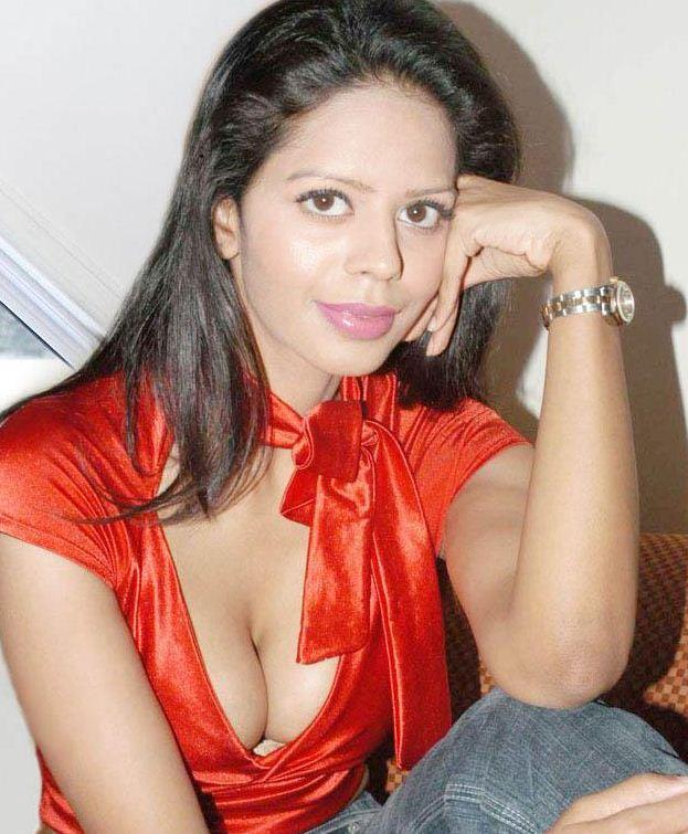 Sexy Bhairavi Goswami Dazzling Face Look Wallpaper