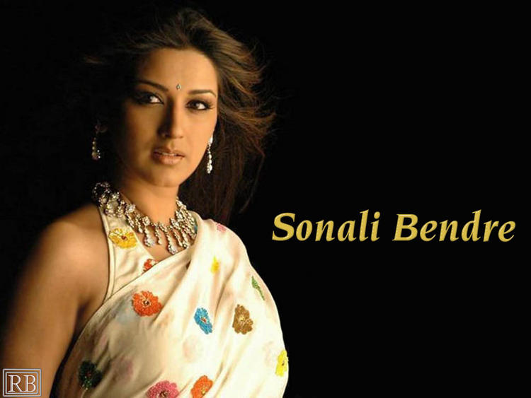 Sonali Bendre Glamour Look Wallpaper