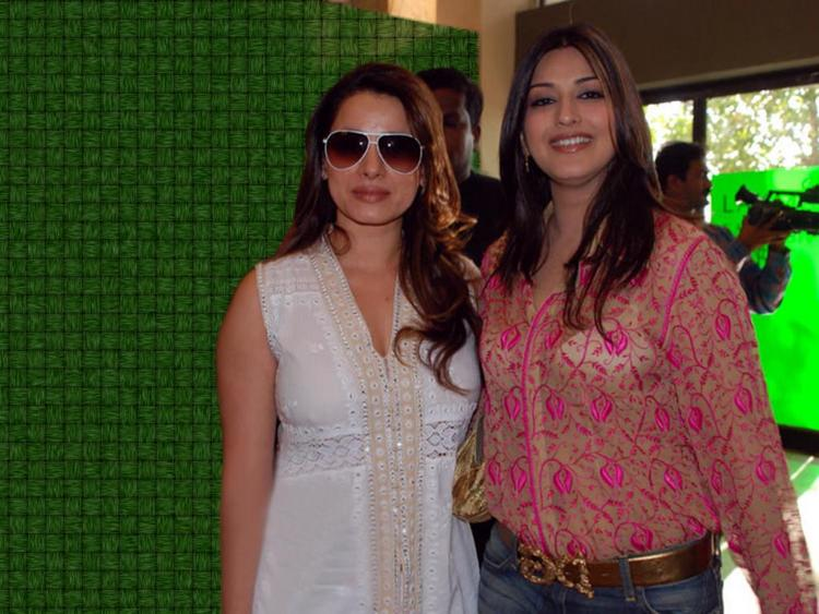 Sonali Bendre With Neelam Kothari Photo