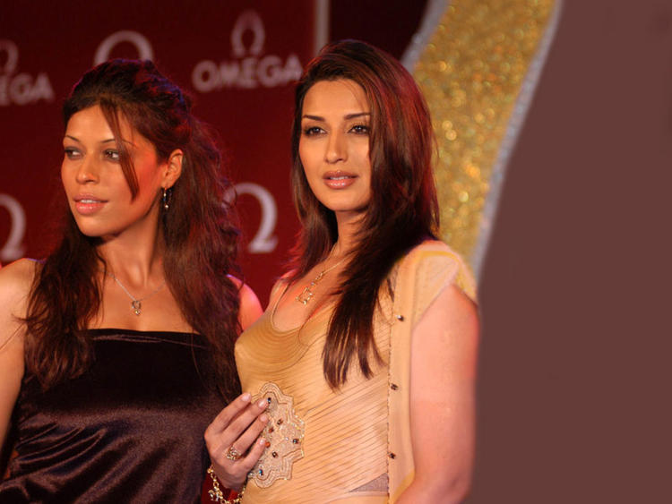 Sonali Bendre Simple Look Photo