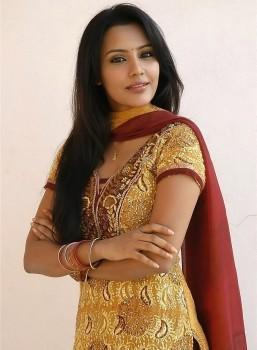 Priya Anand Gorgeous Look Wallpaper