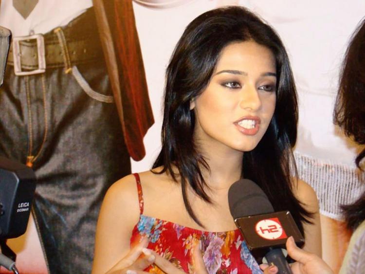 Amrita Rao at Media Meet Still