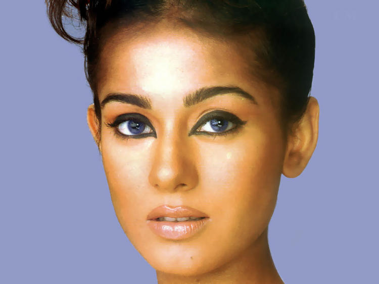 Amrita Rao Smoky Eyes Look Glamour Photo