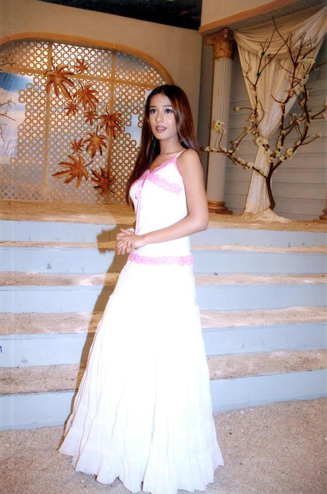 Amrita Rao In White Gown Amazing Photo
