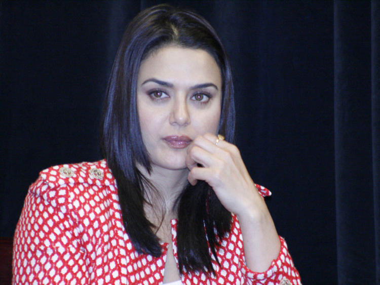 Preity Zinta Awesome Face Look Wallpaper