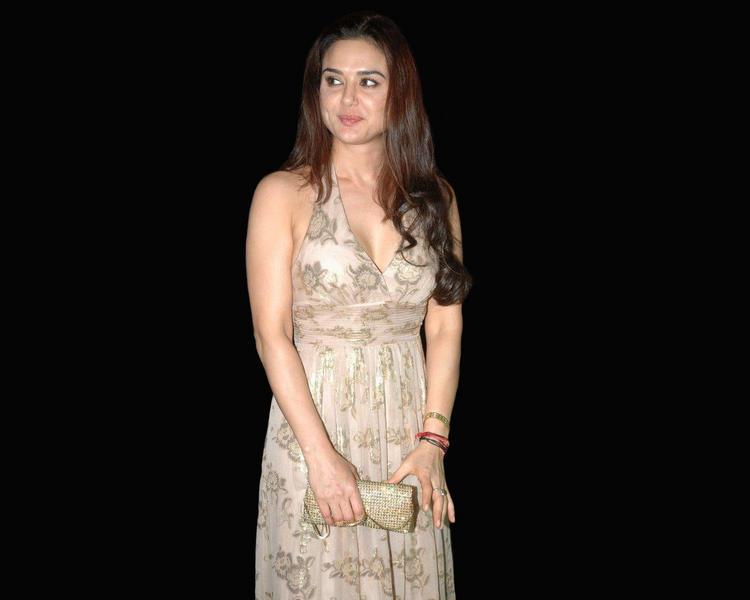 Preity Zinta Nice Look Wallpaper