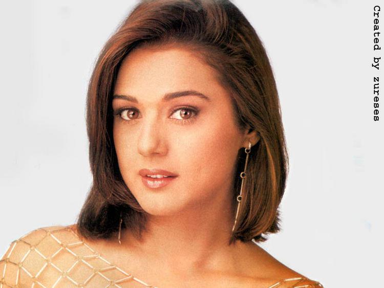 Preity Zinta Short Hair Nice Look Wallpaper
