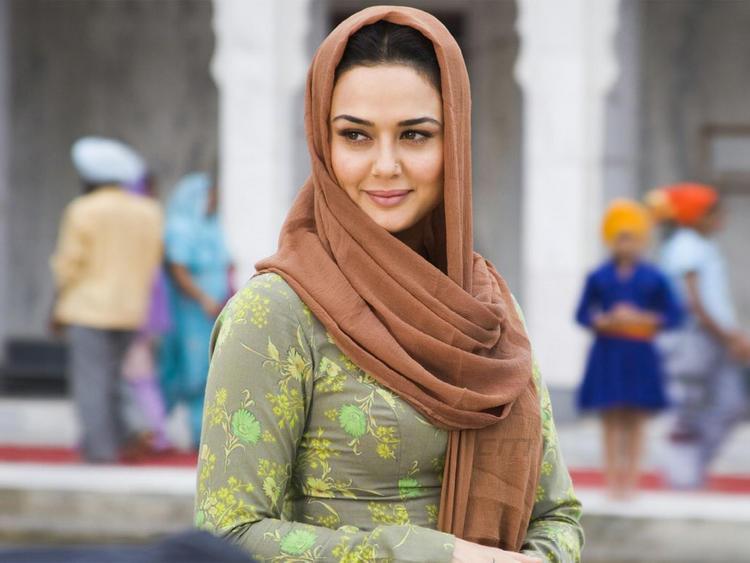 Sizzling Beauty Preity Zinta Simple Look