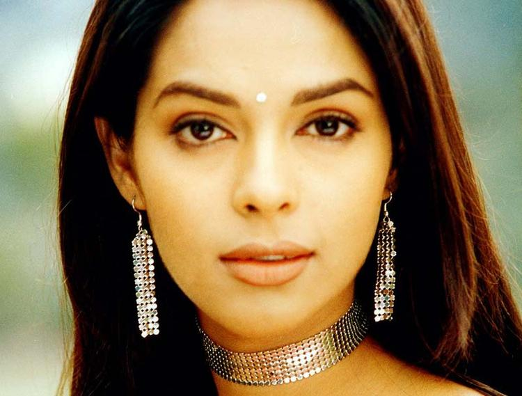 Mallika Sherawat Awesome Beauty Face Look Wallpaper