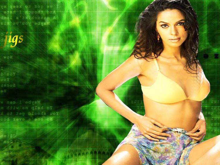 Mallika Sherawat Background Green Hottest Walllpaper