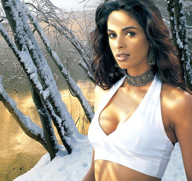 Mallika Sherawat Deep Cleavages Show Wallpaper