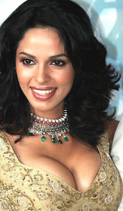 Mallika Sherawat Open Boob Show Glamour Wallpaper