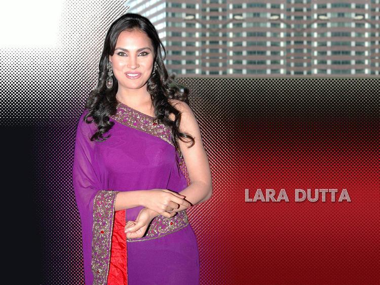 Lara Dutta Amazing Dress Still