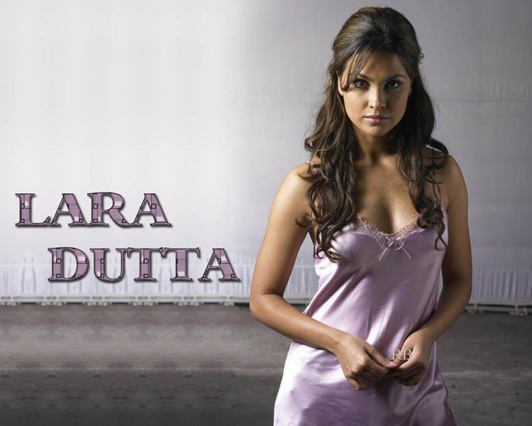 Lara Dutta Deep Cleavages Show Wallpaper