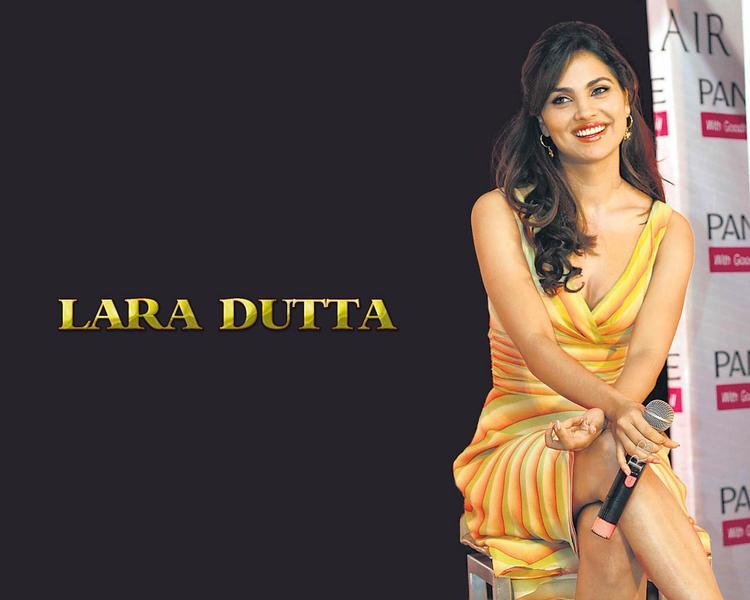 Lara Dutta Sexy Beautiful Wallpaper