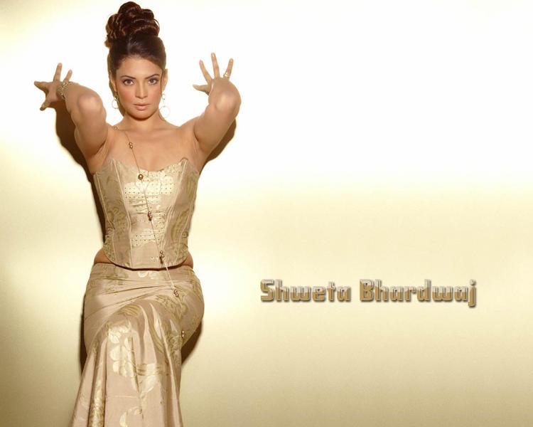 Shweta Bhardwaj Latest Hot Pose Wallpaper