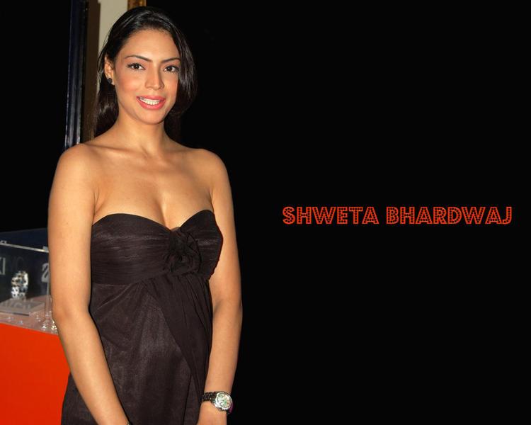 Shweta Bhardwaj Open Boob Pic In Strapless Dress