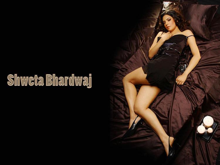 Shweta Bhardwaj Spicy Pose Wallpaper