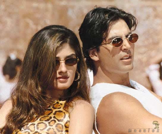 Akshay and Raveena Hot Stunning Pic