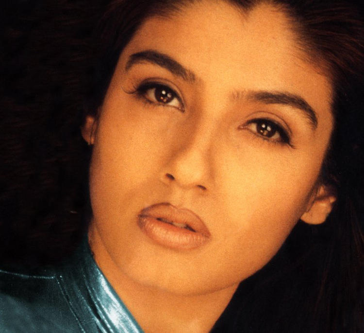 Raveena Tandon Beautiful Eyes and Wet Lips Pic