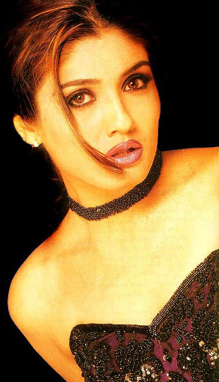 Raveena Tandon Strapless Hot Wallpaper