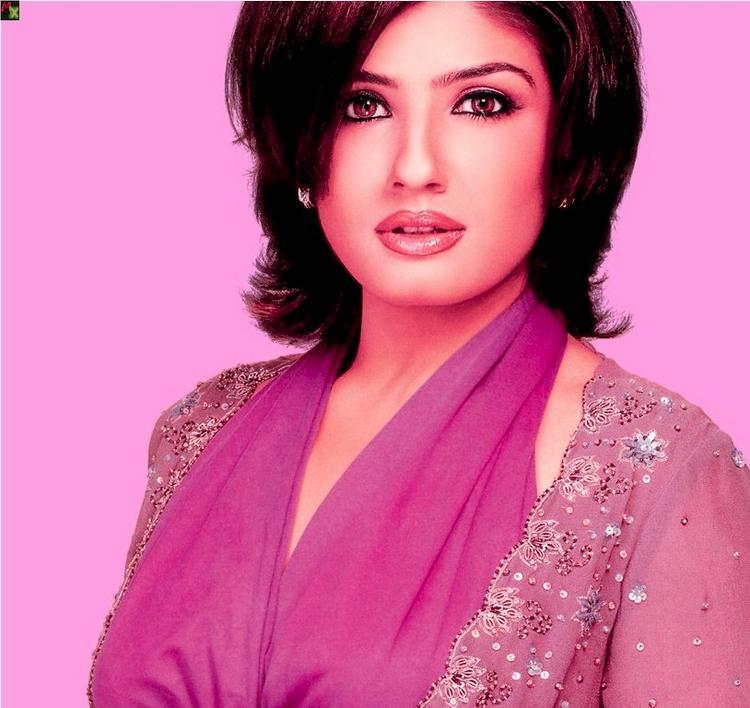 Raveena Tondon Short Hair Sexy Wallpaper