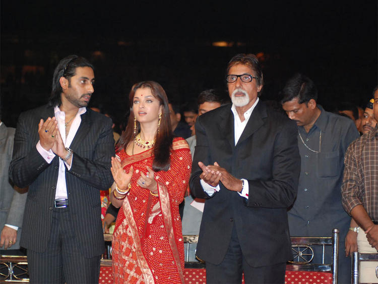 Aishwarya with Abhishek and Amitabh at Umang Police Award